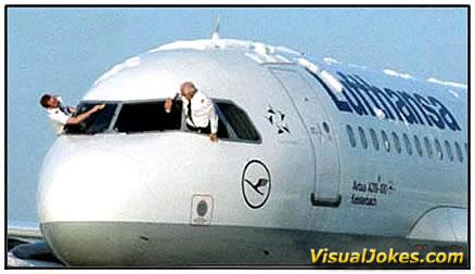 Pilot Mencuci Pesawat
