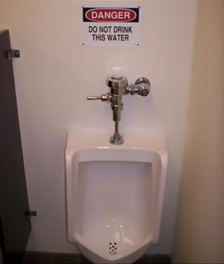 Jangan Minum dari Toilet