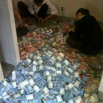 Hitung Uang Buat THR   Foto Lucu