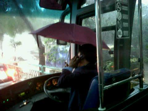 Bus Transjakarta Bocor