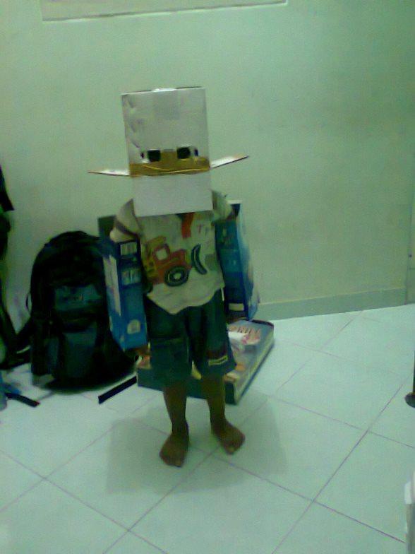 Manusia Robot Kardus