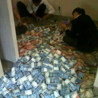 Malas Menghitung Uang